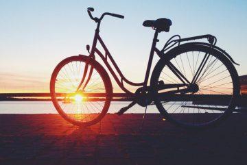 Велосипед на пляже. VisitEspoo