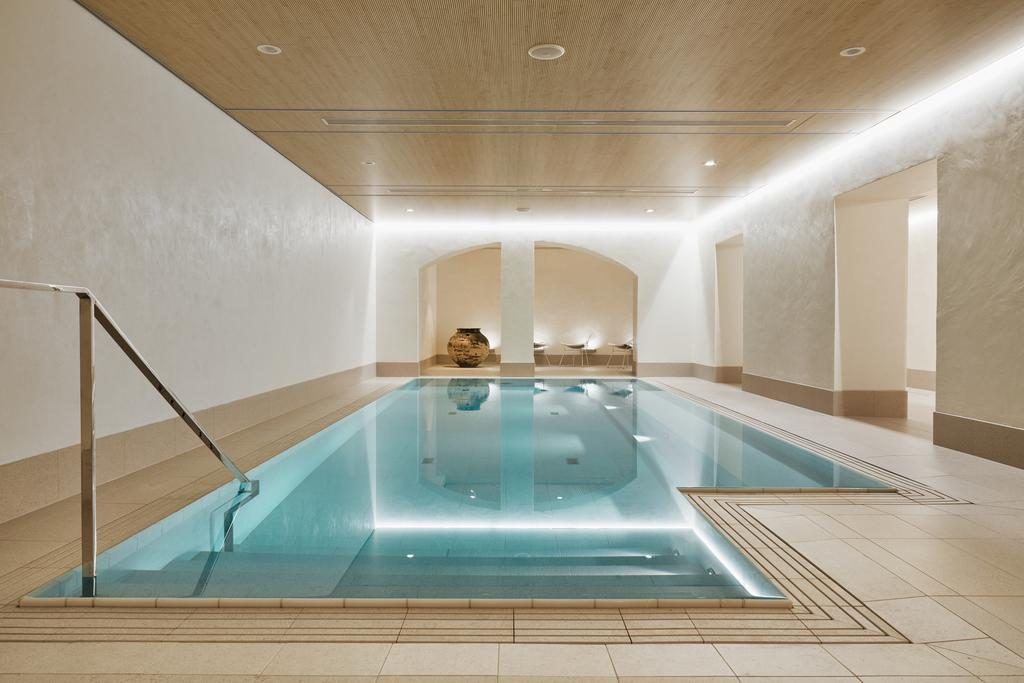 Бассейн в отеле St.George, Хельсинки