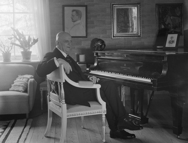 Santeri Levas: Jean Sibelius, 1940-1945, Järvenpää. Digitized original negative. The Finnish Museum of Photography