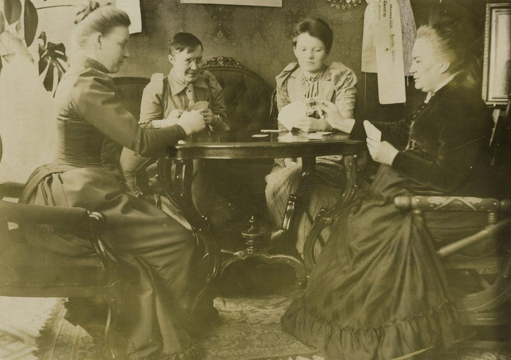 Hanna Levander (cлева), Alma Tervo, Maiju Canth и Minna Canth